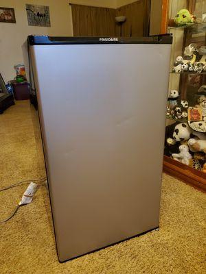Frigidaire small fridge for Sale in San Fernando, CA