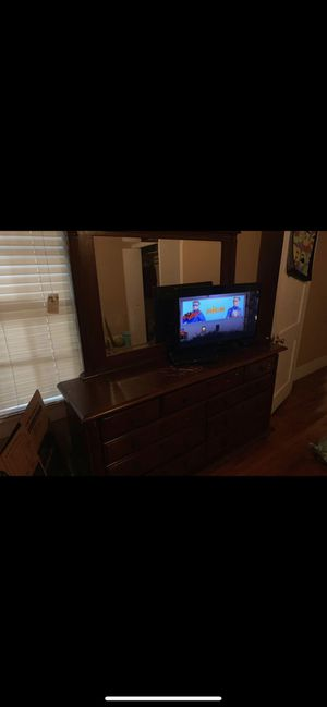 Full size bed and dresser for Sale in Baytown, TX