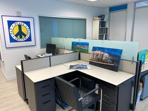 Workspace workstation almost brand new. for Sale in Bal Harbour, FL