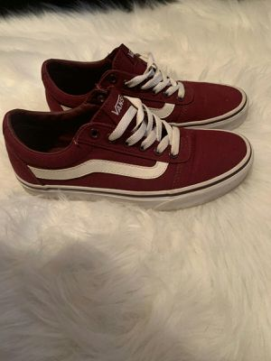 Burgandy VANS size: 6 for Sale in Cleveland, OH