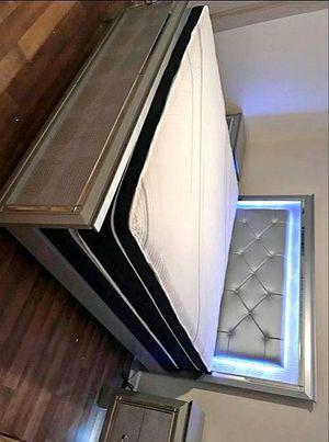 Lillian Silver LED Panel Bedroom Set for Sale in Austin, TX