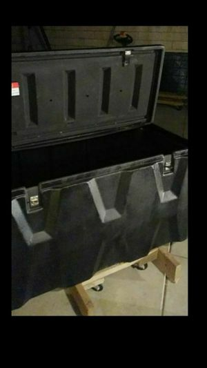 Tow box and tow bar for Sale in Hemet, CA