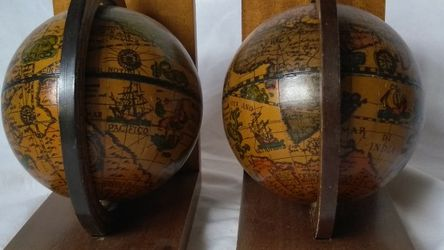 Pair of Vintage Olde World Globe Bookends for Sale in Colorado Springs,  CO