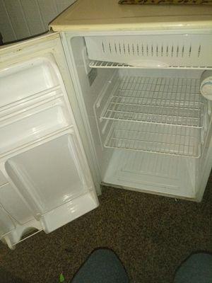 Mini fridge for Sale in Saint Joseph, MO