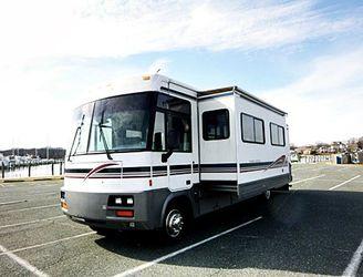 Amazing winnebago adventurer 2000 34V for Sale in Rochester,  NY