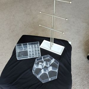 Make Up ,brush Holder,and Jewelry Stand for Sale in Aurora, CO