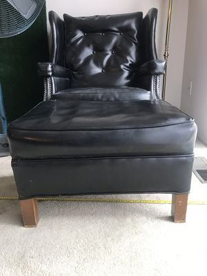 Black leather chair w/ ottoman for Sale in Detroit, MI