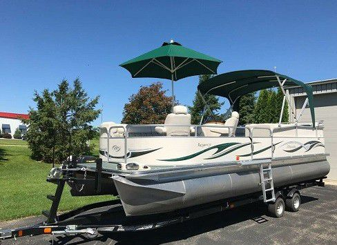 💥💥2006 Manitou Legacy Pontoon Boat and Trailer💥💥