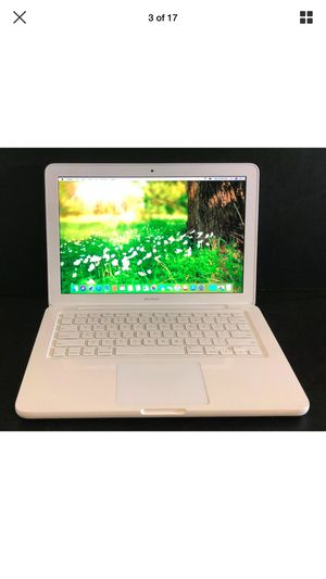 "Apple MacBook 13.3"" laptop 2.2 GHZ 4GB RAM 250 GB HD for Sale in Lakewood, CO"