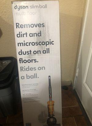 dyson slim ball multi floor vacuum cleaner !!! for Sale in Compton, CA