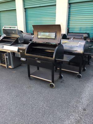 "Cabela's 36"" elliptical pellet grill pro series for Sale in Atlanta, GA"