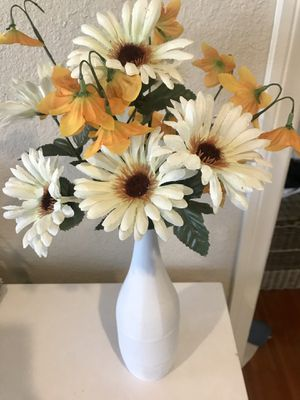 Flowers and vase for Sale in Claremont, CA