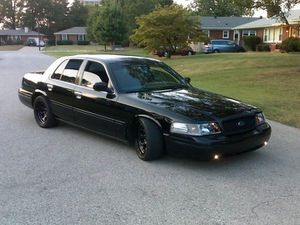 looking for a crown vic or grang marquis (PIC FOR ATTENTION) for Sale in Dallas, TX