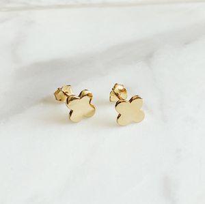 Brand New 14k Gold Flower Stud Earrings for Sale in Bellevue, WA