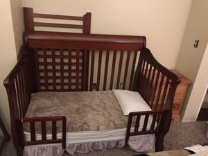 3 in one crib and matching changing table for Sale in Fontana, CA