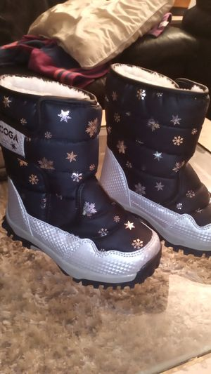 Kids size snow boots size 1 and 1/2 brand new for Sale in Orange, CA
