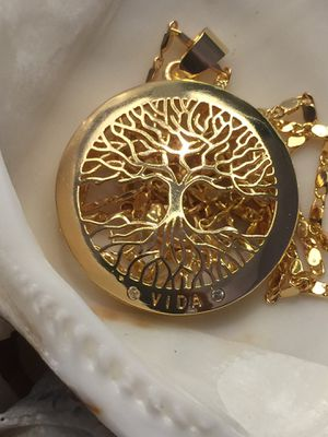 18k GPL Vida Tree Of Life Pendant With Chain for Sale in Nashville, TN