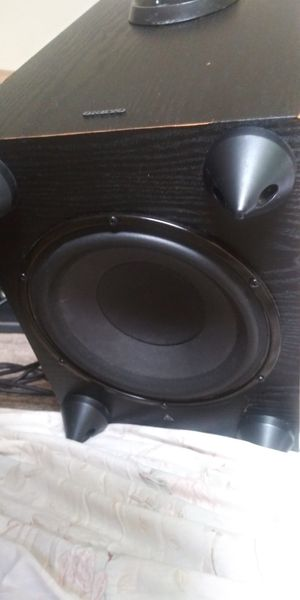 ONKYO SPEAKERS AND SUBWOOFER..7 SPEAKERS AND 1 SUB. for Sale in Lindenwold, NJ