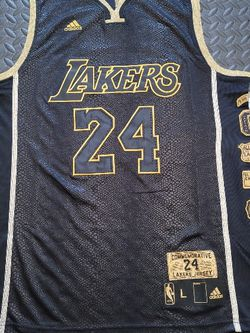 Kobe Bryant- Los Angeles Lakers- Size Large for Sale in Hoffman Estates,  IL