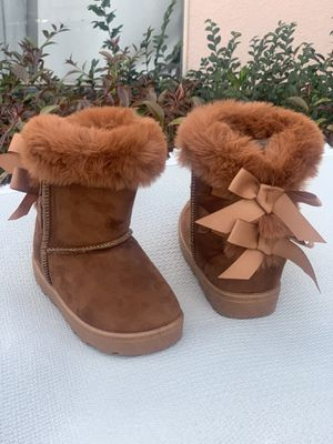 Warm boots for little girls infants and kids sizes 8,9,10,11,12,13,1,2,3,4 for Sale in Bell Gardens, CA