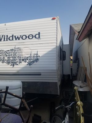 2006 Wildwood travel trailer 35 ft. Sleeps up to 10 people for Sale in Peoria, AZ