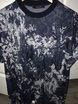 Louis Vuitton Tapestry Shirt MEDIUM for Sale in Saint Francisville,  LA