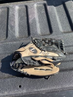 Louisville slugger youth baseball glove 10.5 inch for Sale in Carrollton, TX