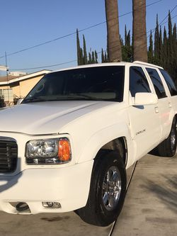 2000 Cadillac Escalade for Sale in Bloomington,  CA