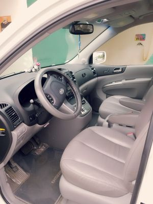 Clean title 2007 Hyundai entourage 2007 limited leather seat a for Sale in St. Louis, MO