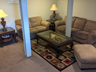 Living Room Set w/ Tables, Lamps, TV, and Carpet for Sale in Hackensack,  NJ