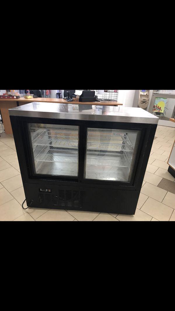 Deli Case Refrigerator/Cooler Display Pre-owned