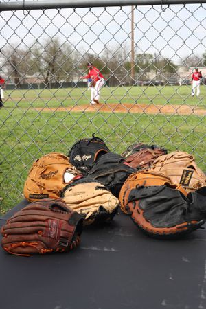WEST Houston Baseball gloves and catcher and first base mitts Wilson rawlings Easton Louisville slugger marucci TPX Demarini for Sale in Houston, TX