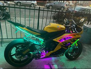2008 yahama r6 special edition yellow with black flames.bike runs great and is in showroom condition come check it out for Sale in New York, NY