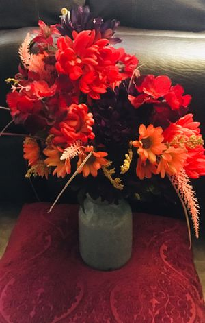 Artificial flower bouquet in ceramic vase $15 for Sale in Oxnard, CA