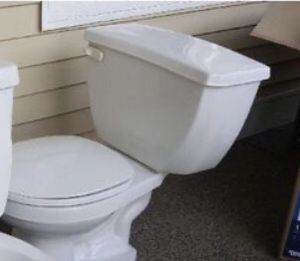 Toilet for Sale in Federal Way, WA