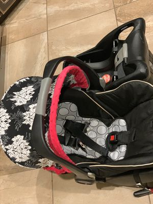 Britax B Safe brand infant carrier with custom car seat canopy and 2 bases for Sale in Bryan, TX