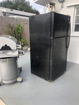 Free fridge for Sale in Fort Lauderdale, FL