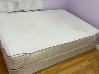 Full Size Mattress And Box Spring Free for Sale in Mukilteo,  WA