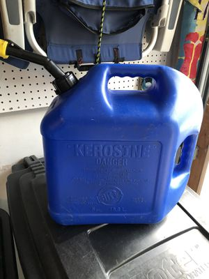 5 gallon Kerosine container for Sale in Lakewood Township, NJ