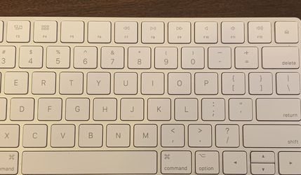 Apple magic keyboard. Wireless Bluetooth keyboard w/lighting cable included. - $30 for Sale in Chino Hills,  CA