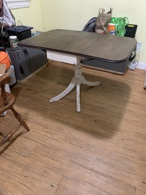 Trifold 3 leaf dining kitchen dinner wood table for Sale in Gallatin, TN