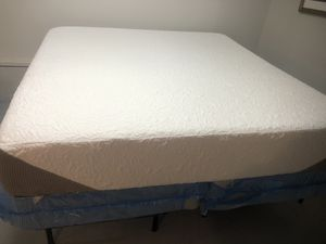 Memory foam King size mattress and box spring excellent condition brand is Serta used for sample store only for Sale in Garner, NC