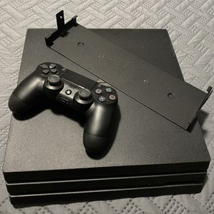 PS4 Pro 1TB with Wall Mount for Sale in Naugatuck, CT
