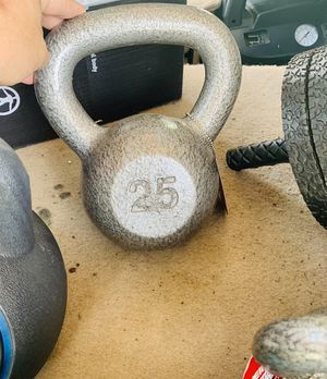 NEW 25 lb KETTLEBELL for Sale in Davie, FL