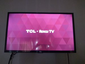 TCL 32-in Smart TV with RGB for Sale in New Britain, CT