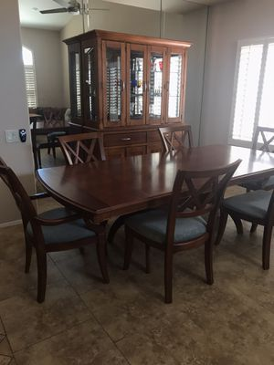 Bassett Dining Table with 6 chairs & Hutch for Sale in Phoenix, AZ