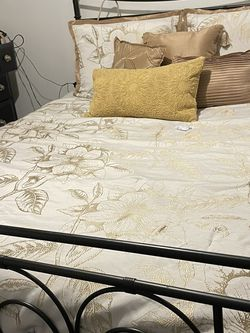 Queen Sized Black Metal Bed Frame for Sale in Whittier,  CA