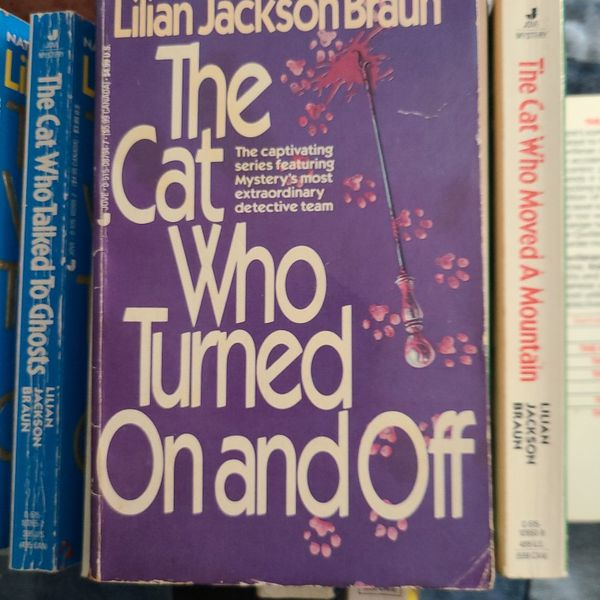 The Cat Who Turned On And Off Lillian Jackson Braun, Paperback
