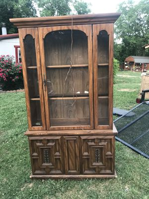 Vintage Hutch China cabinet for Sale in Maryville, TN