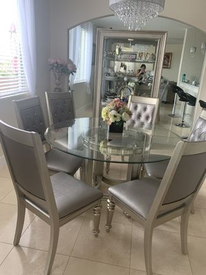 Table with 6 chairs for Sale in Las Vegas, NV